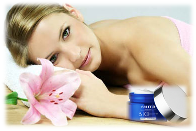 Крем-комфорт обеспечивает здоровый режим работы кожи в течение дня. Особенная защита требуется от УФ-излучения, которое провоцирует свободно-радикальные реакции перекисного окисления липидов кожи, что постепенно и неотвратимо приводит к ее старению и увяданию