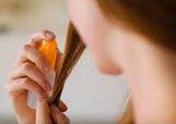 imethicone (диметикон) - представляет собой химически инертное прозрачное силиконовое масло без запаха. Хорошо смешивается с минеральными маслами, термически стабилен, устойчив в воздействию УФ-излучения, не является пищей для грибка и бактерий. Основные свойства в декоративной косметике: придает красивый блеск изделию, придает скользящий эффект при нанесении, способствует более равномерному распределению пигментов