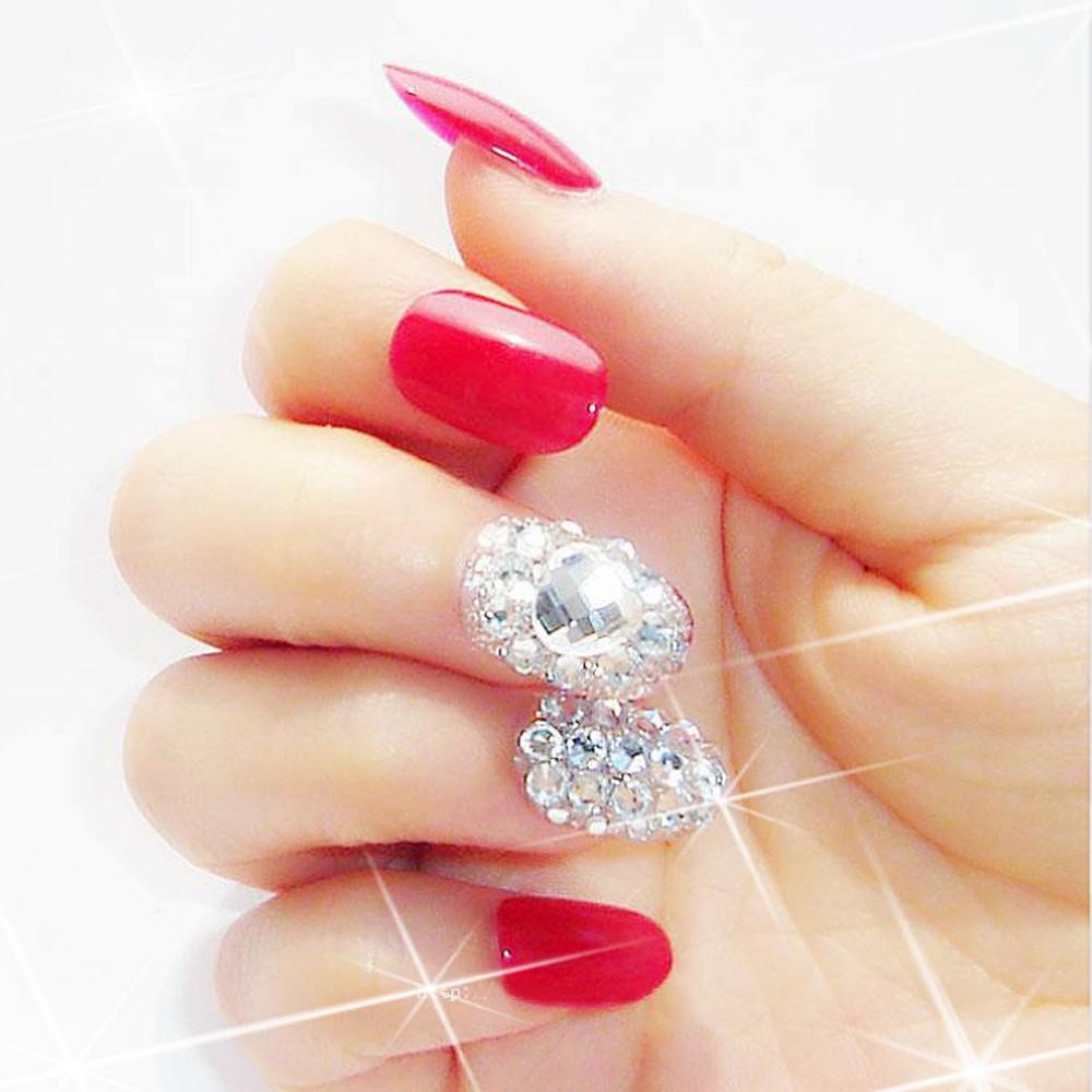 При выборе лака для ногтей необходимо обращать внимание на такие критерии, как красивый цвет, отличная консистенция, стойкость, удобная кисточка и объем