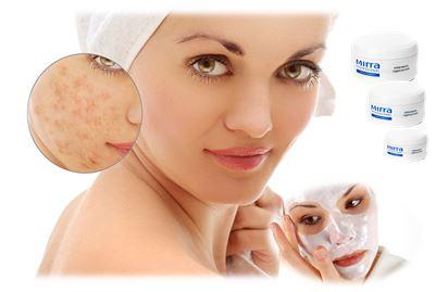 Кремовая маска для лица отличается от обычной маски своим составом. В ней нет твёрдых частиц, которые агрессивно воздействуют на кожу.