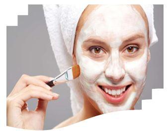 Гликолевый пилинг – это специальный препарат на основе гликолевой кислоты (вид фруктовой кислоты), которая, при попадая на поверхности кожи, сжигает верхний слой эпидермиса и стимулирует его обновление. Результат – омоложение кожи, избавление от мелких морщин, улучшение цвета лица и повышение упругости кожи