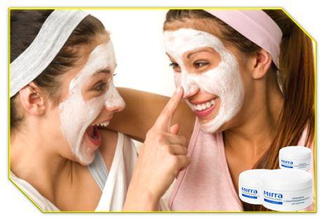 Гиалуроновая кислота таких масок продолжительное время поддерживает полноценную концентрацию межклеточной жидкости