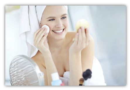 Лосьон-тоник, как и любой косметический продукт, выполняет собственные и незаменимые функции в системе ухода за кожей лица