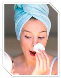 Способствует нормализации деятельности сальных желез, улучшает микроцеркуляцию, ускоряет процесс клеточного обновления, смягчает и выравнивает кожу, сужает поры, устраняет микротравмы и пятна, вызванные угревой сыпью, деликатно шлифует кожу, удаляя ороговевшие клетки