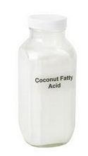 Coconut acid (кокосовая кислота) обладает противовоспалительными свойствами, используются для смягчения кожи, помогают несмешивающимся компонентам в косметике смешиваться друг с другом (например, масло и вода), понижают поверхностное натяжение косметических продуктов, позволяя более эффективно очищать кожу