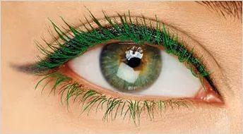 Изумрудная тушь для ресниц придает карим глазам красивый оливковый оттенок и делает их ярче и выразительнее