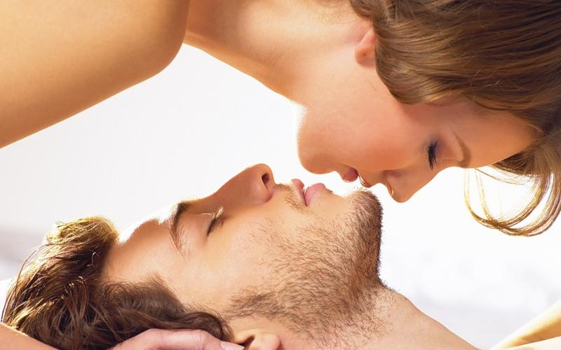 Предлагаемая Аромакомпозиция для женщин позволяет усилить естественный запах кожи и создает тот неповторимый аромат, который действует на глубины подсознания, отвечающего за сексуальное влечение. Аромакомпозиция обладает мощным воздействием на органы чувственности.