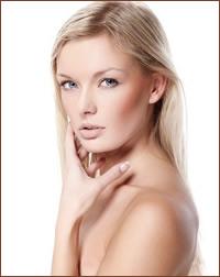 Кожа – естественный защитный барьер организма. Однако неблагоприятные условия окружающей среды, неправильное питание и стрессы оказывают на нее негативное воздействие. И, в первую очередь, страдает кожа лица. Именно поэтому ей необходим ежедневный комплексный уход, который включает такие обязательные этапы как очищение, тонизирование, увлажнение и питание