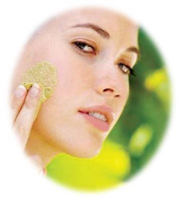 Альфа-липоевая кислота прекрасно проявляет свои свойства в косметике для стареющей, проблемной кожи, в том числе при проблемах, связанных с сахарным диабетом, в антицеллюлитной и солнцезащитной косметике