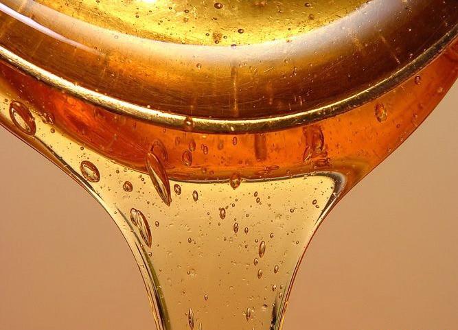 Octyldodecyl Stearoyl Stearate – масляный компонент янтарного цвета, с ценным ухаживающим эффектом, хорошо распределяется по коже, замедляет потери кожей воды, формирует защитный барьер на поверхности кожи. Используется для контроля и управления вязкости агента в средствах личной гигиены