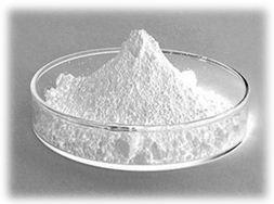 Zinc Oxide (Оксид цинка) - порошок без запаха, белого цвета, желтеющий при нагревании. Амфотерен – реагируя с кислотами, образует соли. Растворим в водном растворе аммиака и в щелочах, не растворим в воде и этаноле.  Подсушивает воспаления на коже, нормализует процесс кератинизации, предупреждает гиперкератоз и образование комедонов