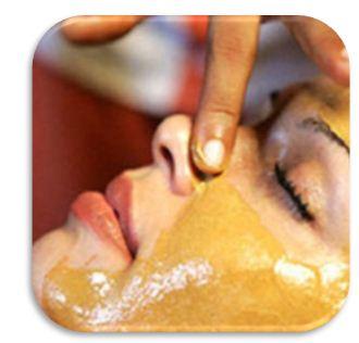 Абрикосовое масло для лица полезно, поскольку оно способно предупредить старение клеток, стимулировать регенерацию новых, тонизировать кожу, улучшить цвет лица, снять воспаления и покраснения, придать эластичность и упругост