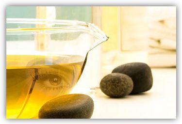 абрикосовое масло полезно для ресниц. Необходимо наносить масло на ресницы на ночь с помощью щеточки, не допуская попадания в глаза, и за два-три часа до сна, иначе можно спровоцировать отеки