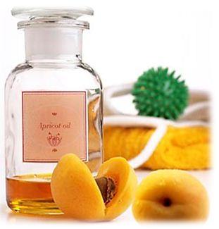 Абрикосовое масло используется в косметологии при уходе за кожей лица, рук и тела и как основа для растворения других натуральных эфирных масел, а также некоторых лекарственных средств.