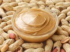 Арахисовое масло проявляет — увлажняющее и антиоксидантное действие, — является хорошим питательным средством и поэтому высоко ценится в косметике