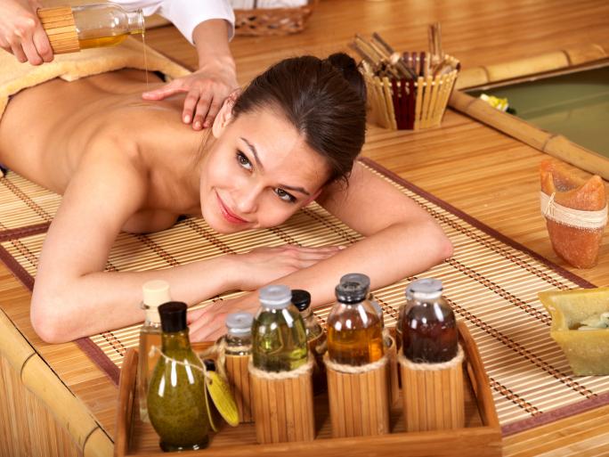 Арахисовое масло применяют для лечения гнойных и трудно заживающих ран. Очень эффективен этот продукт для лечения геморрагических диатезов, при которых снижается свертываемость крови, возникают многочисленные геморрагии под кожей