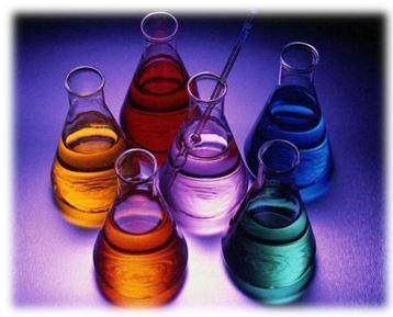Бутилацетат – сложный эфир. Это слегка желтоватая или бесцветная жидкость с ярко выраженным запахом. Бутилацетат плохо растворим в воде