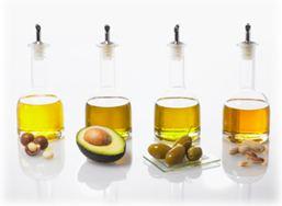 Hydrogenated Vegetable Oil (Гидрогенизированное растительное масло) – растительное масло, полученное методом гидрогенизации. Имеет более плотную консистенцию, высокую температуру плавления и устойчивость к окислению, чем обычное масло, что делает его ценным компонентом для косметики.