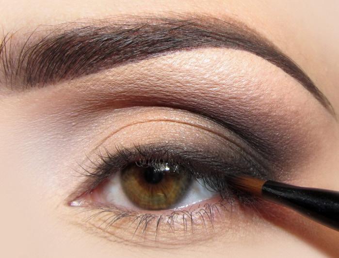 Формула карандашей для глаз специально разработана, чтобы обеспечить насыщенный, стойкий цвет, и содержит ингредиенты, которые не раздражают глаза и кожу