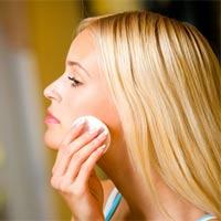 Лосьоны для лица не только помогают хорошо очистить и продезинфицировать кожу, но и стянуть расширенные поры, избавиться от прыще
