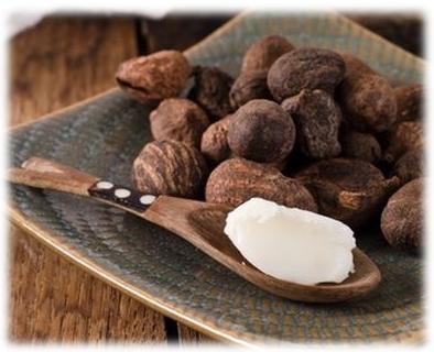 Африканское масло ши применятся также для ухода за волосами. Так как это масло является кладовой витаминов А, Е и F