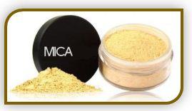 Мика - это слюда, окрашенная минеральными пигментами в разные оттенки, используется в производстве помад, блесков для губ, теней для век, румян и пудры.  Она придает цвет и жемчужное сияние различным косметическим изделиям.  Пропуская через себя цвет, как через призму, мики преломляют его, создавая великолепный эффект сияния и мерцания различных оттенков.