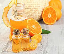 Апельсиновое масло - это цитрусовое аромамасло применяется в качестве противовоспалительного, антисептического, антибактериального средства, как при лечении кожи, так и для оздоровительного воздействия на волосяные луковицы и стволы