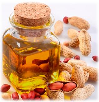 Арахисовое масло проявляет мощное антиоксидантное действие, поэтому высоко ценится в косметике. Помимо этого его применение помогает нормализовать обменные процессы в тканях, укрепить стенки сосудов и защитить кожу от преждевременного старения, вызванного воздействием свободных радикалов