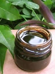 Бальзам перуанский (Balsamum peruvianum) — вязкая темно-красная жидкая масса с приятным запахом
