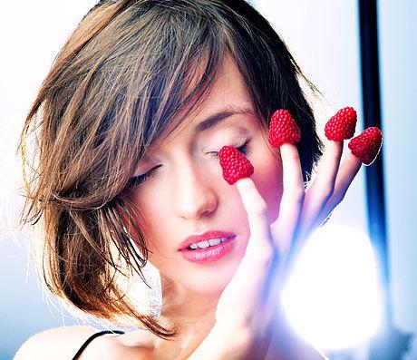 Пантенол оказывает защитное действие на ногтевые пластины. Пантенол вводит в комплексные витаминные препараты и биоактивные добавки для поддержания тонуса, увлажненности, гладкости кожного покрова.