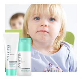 Детская косметика – это в основном ухаживающие средства: шампуни, пены для ванны, масла и кремы, солнцезащитные средства