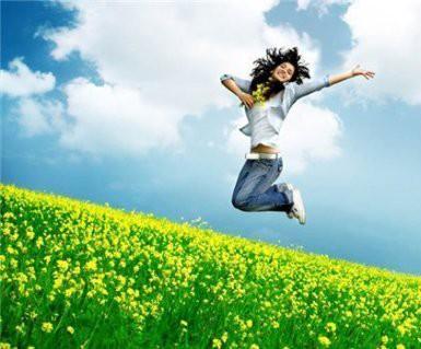 Поэтому и аромат духов и парфюмированной воды должен соответствовать летним денечкам — натуральный, воздушный и пенящий, который дарит ощущение прохлады.