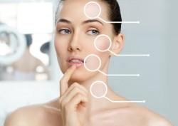 Энзимное очищение кожи подразумевает поверхностную обработку, при которой активными веществами выступают особые ферменты природного происхождения, а не химические кислоты. Это позволяет выровнять и разгладить кожу, устранить видимые изъяны и придать ей естественный здоровый вид. После такой процедуры не требуется специальный уход или реабилитация, поскольку природные компоненты воздействуют мягко и безболезненно